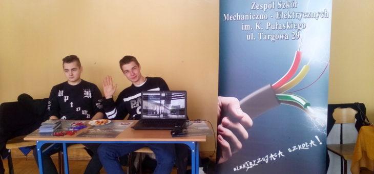 Nasi uczniowie na targach edukacyjnych w Zawadach