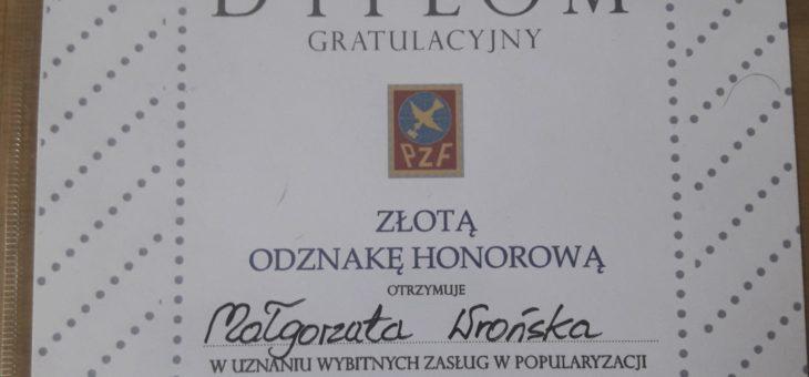 Złote odznaki honorowe dla naszych nauczycieli w dziedzinie filatelistyki!